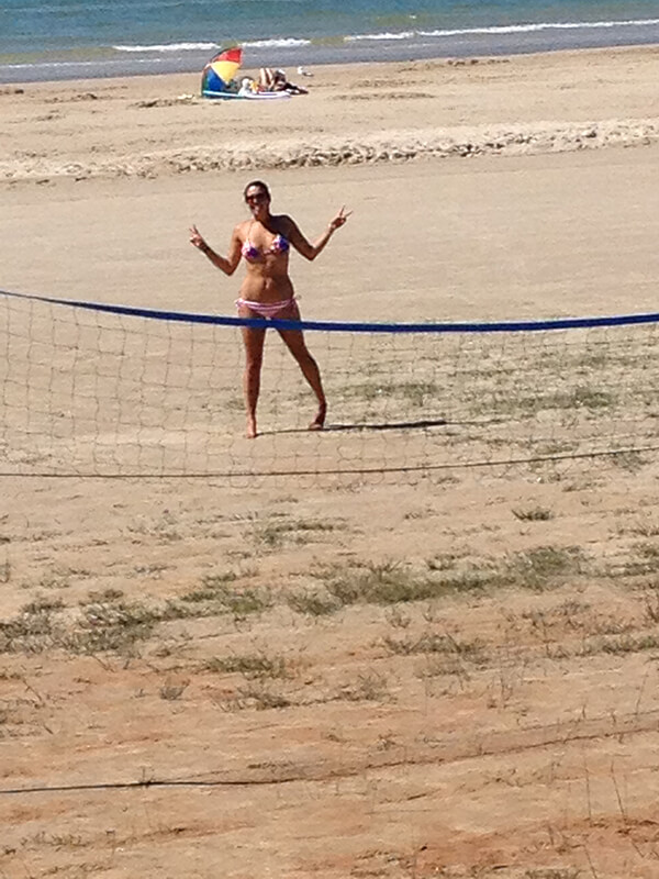 play-volleyball